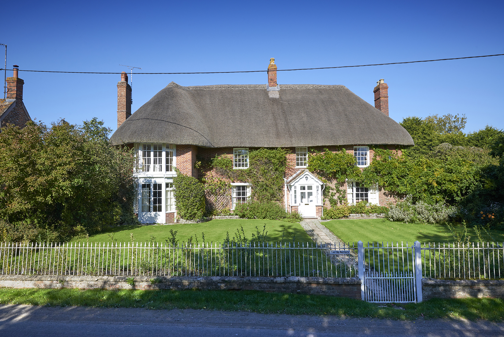 Thatched-Cottage-Alterations-Stables-Wiltshire01.jpg